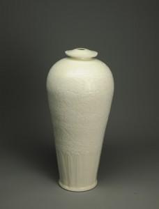 「白磁刻花牡丹文梅瓶」高44㎝ 1986年頃