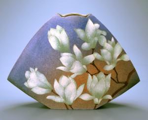「白木蓮、櫻文器」高さ33.5cm、47×13.5cm