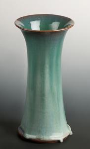 「白緑釉花器」高さ33cm、径15cm