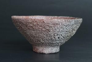 井戸茶碗」高さ7.2cm、口径14.5cm *錆土の粗目で成形し、井戸茶碗釉2号を掛けて、2時間1,280度で焼成