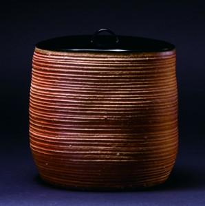 「信楽糸目一重口水指」高さ16cm、16.5×14cm