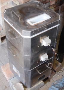 橋本達也さんが焚いている加熱室1段、焼成室が2段の紫松窯(Mタイプ)