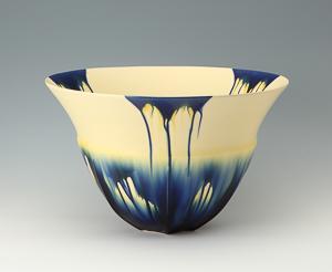 加藤清和「藍三彩1402-1」高さ27cm、径43.5cm