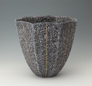 清水一二「吹泥金彩線文八角器」高さ36cm、37.5×37.5cm
