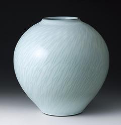 「中野月白瓷鉋文壷」高さ29cm、径29.5cm