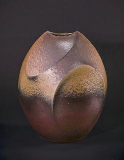 「備前扁壺」高さ41cm、36×30.5cm