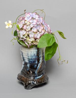 「朝鮮唐津手桶花生」高さ29cm、13.5×13cm