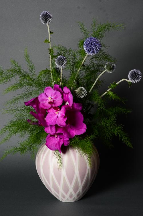 「彩色正燕子壺」高さ16cm、径16.5cm