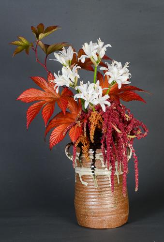 「耳付花器」高さ24.5cm、径16.5cm