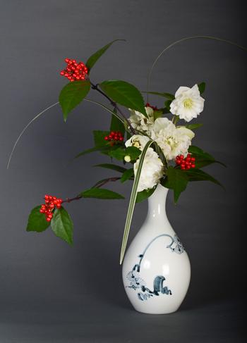 「天狗谷写染付松文瓶」高さ21.5cm、径11.6cm