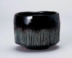 陶芸財団会長賞 「櫛目黒茶碗 瑞雨」萩原龍山(神奈川県)