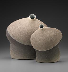 「Form」左:高さ42cm、42×10.5cm 右:高さ34cm、30×8.5cm