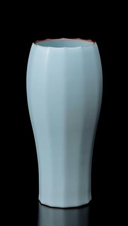 「淡青瓷面取花器」高さ33.8cm、径16cm